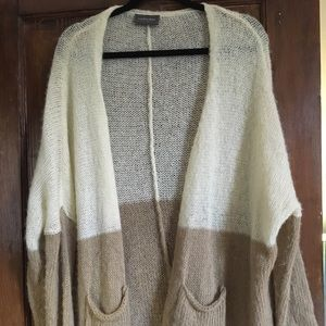 Long, light, soft two tone sweater w/pockets